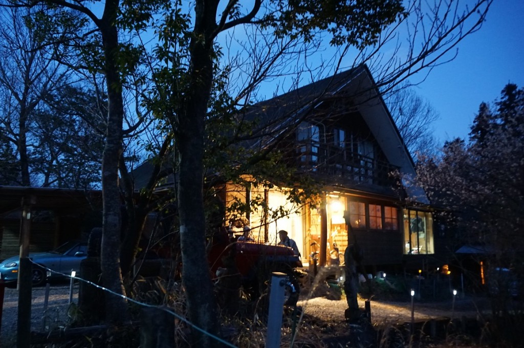 三重県でアウトドアライフをおくる、カーバー松田玲 氏の家を訪れた