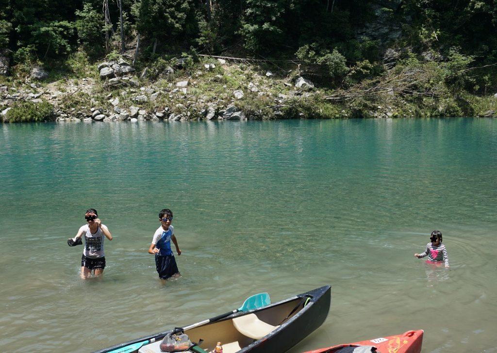 親子でアウトドア川遊びをするなら三重県でカヌー・カヤック体験をするのがオススメである